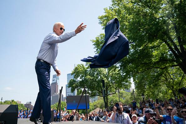 Drew Angerer「Joe Biden Holds Official Presidential Campaign Kickoff Rally In Philadelphia」:写真・画像(7)[壁紙.com]
