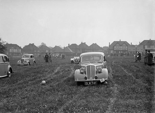 Grass「Standard Twelve at the Standard Car Owners Club Gymkhana, 8 May 1938」:写真・画像(12)[壁紙.com]