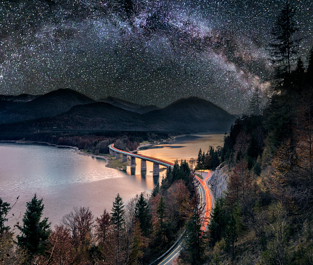 Elevated Road「Milky Way at Lake sylvester - Sylvensteinspeicher at Autmun」:スマホ壁紙(2)