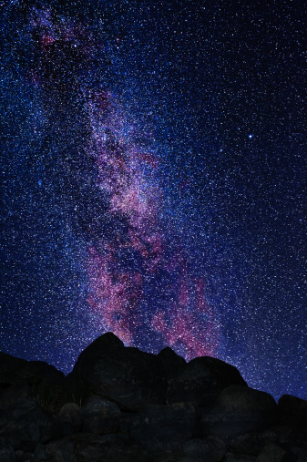 star sky「Milky way と大きな岩の前景」:スマホ壁紙(3)