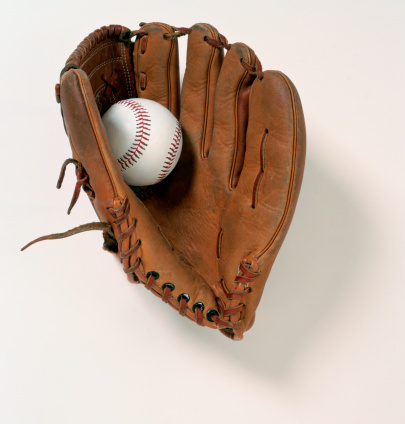 スポーツ用品「Baseball glove and ball on white background」:スマホ壁紙(2)