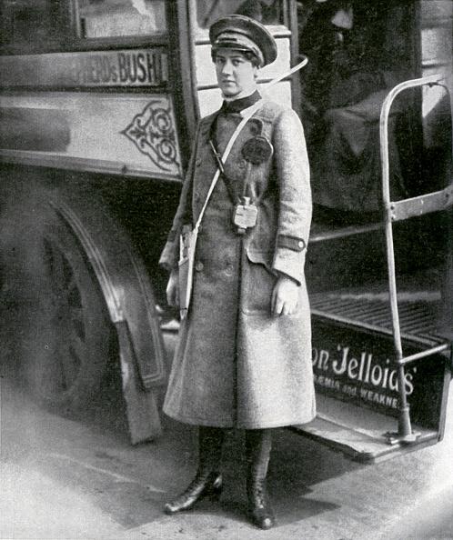 Land Vehicle「Female bus conductor during World War 1」:写真・画像(9)[壁紙.com]