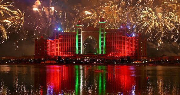 Part of a Series「Firework Display - Grand Opening of Atlantis, The Palm」:写真・画像(19)[壁紙.com]