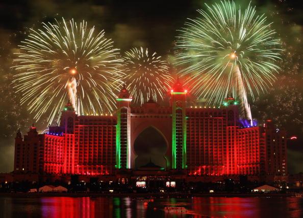 Part of a Series「Firework Display - Grand Opening of Atlantis, The Palm」:写真・画像(15)[壁紙.com]