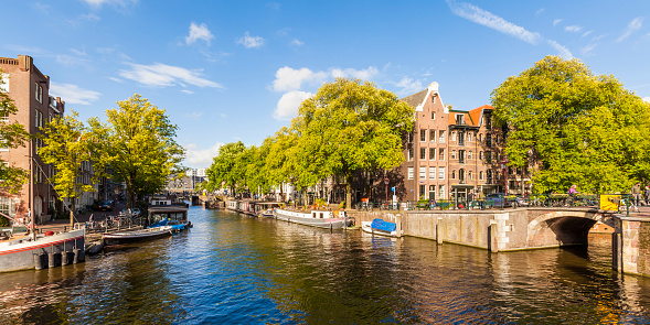 North Holland「Netherlands, Amsterdam, houseboats at Brouwersgracht」:スマホ壁紙(13)