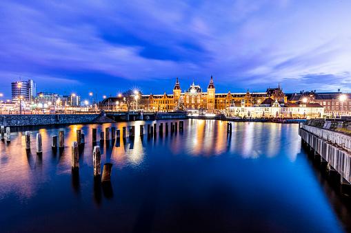 Amsterdam「Netherlands, Holland, Amsterdam, Central Station in the evening」:スマホ壁紙(18)