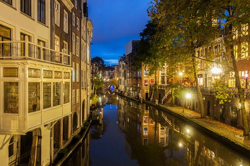 Utrecht「Netherlands, South Holland, Utrecht, Canal at night」:スマホ壁紙(17)