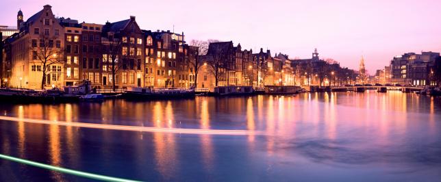 Amsterdam「Netherlands, Amsterdam, Illuminated buildings by canal」:スマホ壁紙(1)
