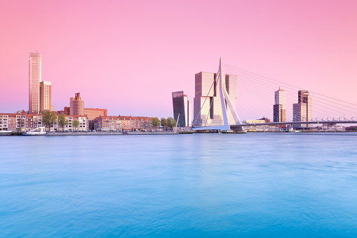 South Holland「Netherlands, County of Holland, Rotterdam, View to Erasmus bridge and the skyline in the evening」:スマホ壁紙(18)