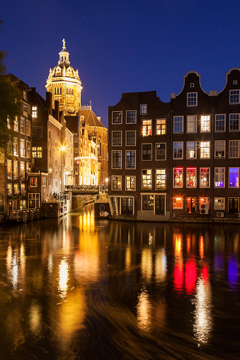North Holland「Netherlands, North Holland, Amsterdam, Illuminated buildings by canal at night」:スマホ壁紙(6)