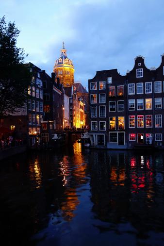 Amsterdam「Netherlands, North Holland, Amsterdam, Oudezijds Voorburgwal in the evening」:スマホ壁紙(1)