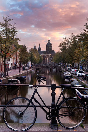 Amsterdam「Netherlands, North Holland, Amsterdam, Basilica of st nicholas and bicycle by canal in city」:スマホ壁紙(4)