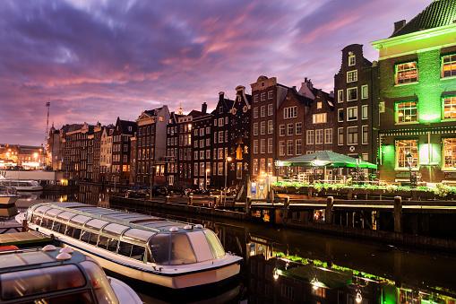 Amsterdam「Netherlands, North Holland, Amsterdam, Architecture of Damrak」:スマホ壁紙(1)