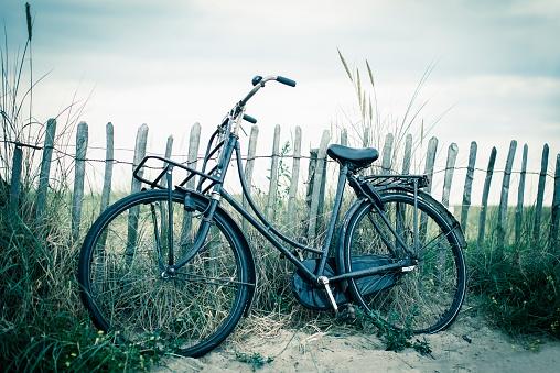 オランダ「Netherlands, Noordwijk, bike at the beach」:スマホ壁紙(14)