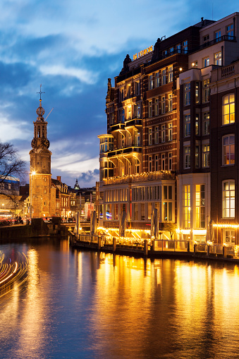 Amsterdam「Netherlands, Amsterdam, Building upon canal at night」:スマホ壁紙(0)