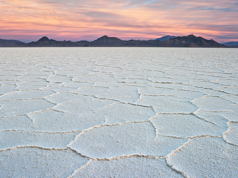 Utah「Dawn over Salt Pans at Bonneville Salt Flats State Park, Utah, USA」:スマホ壁紙(17)
