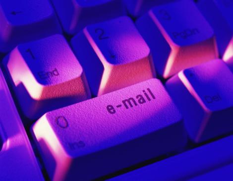 Gel Effect Lighting「Computer keyboard, 'e-mail' key, close-up (Digital Enhancement)」:スマホ壁紙(1)