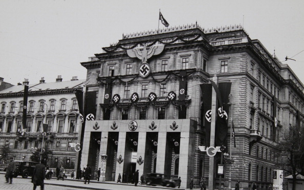 Cityscape「Anschluss Of Austria To The German Reich. Swastikas And Nazi Emblems At A Building (Former Directorate Of State Railways) In Preparation For Hitler'S Speech At The Heldenplatz On March 15Th 1938. Photograph.」:写真・画像(16)[壁紙.com]