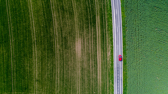 Agricultural Field「Car surrounded by fields, Genolier, Vaud Canton, Switzerland」:スマホ壁紙(10)