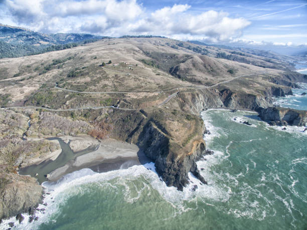 Highway by ocean: Coastal aerial drone view of Pacific Ocean seascape: Northern California:スマホ壁紙(壁紙.com)