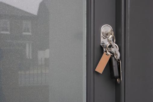 Front Door「Set of keys hanging from lock on front door, close-up」:スマホ壁紙(12)