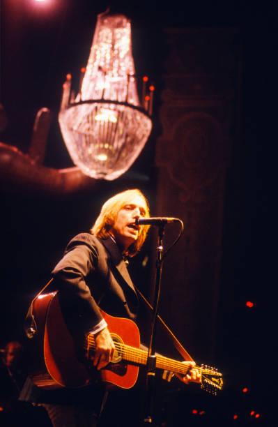 Acoustic Guitar「Tom Petty」:写真・画像(15)[壁紙.com]