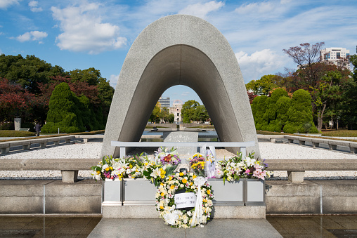 World War II「Cenotaph and A Bomb Dome, Hiroshima Peace Memorial, Hiroshima」:スマホ壁紙(11)