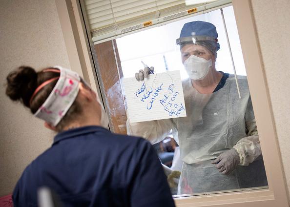 Communication「Medical Workers Inside Maryland Hospital Work During Coronavirus Pandemic」:写真・画像(5)[壁紙.com]