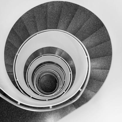 アート「らせん階段」:スマホ壁紙(11)