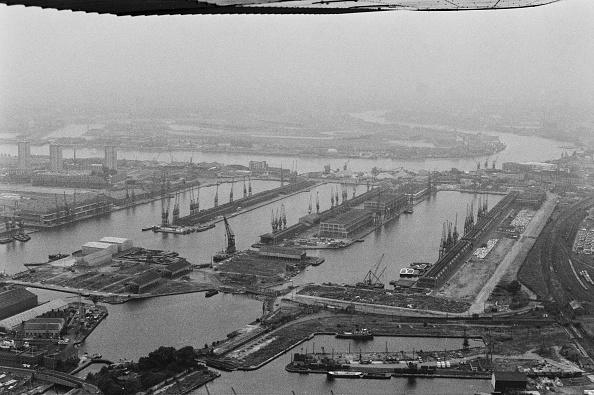 Victor Blackman「West India Docks」:写真・画像(0)[壁紙.com]