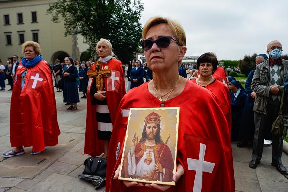 Catholicism「Controversial Archbishop Leads Corpus Christi Procession Despite Spike In Covid-19 Cases」:写真・画像(14)[壁紙.com]