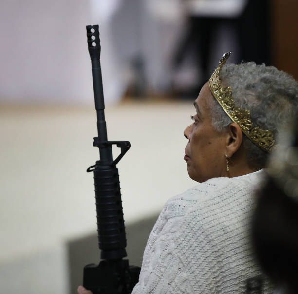 World Peace And Unification Sanctuary Religious Group Holds Blessing Ceremony For Couples And Their AR-15 Rifles:ニュース(壁紙.com)