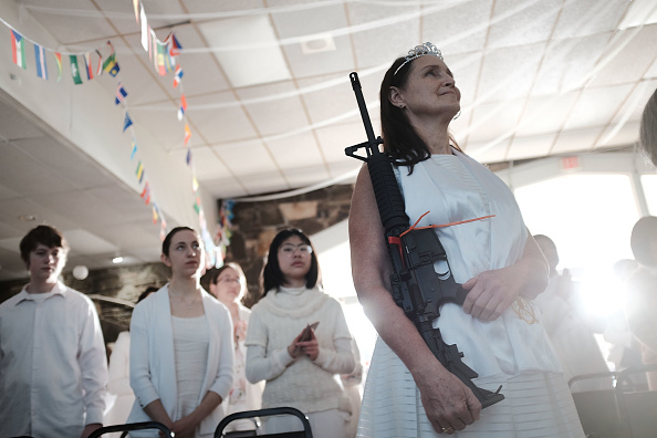 Religion「World Peace And Unification Sanctuary Religious Group Holds Blessing Ceremony For Couples And Their AR-15 Rifles」:写真・画像(4)[壁紙.com]