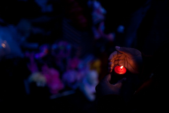 Candlelight「Mourners Gather To Remember Chicago Baby Killed By Gang-Related Gun Violence」:写真・画像(11)[壁紙.com]
