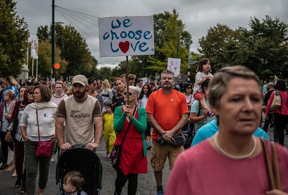大人「Christchurch Mourns After Worst Mass Shooting In New Zealand's History」:写真・画像(2)[壁紙.com]