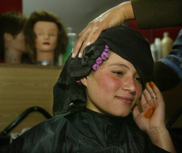 Kabul Beauty School Teaches Women To Be Hairdressers:ニュース(壁紙.com)