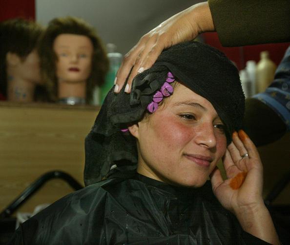 Kabul「Kabul Beauty School Teaches Women To Be Hairdressers」:写真・画像(19)[壁紙.com]