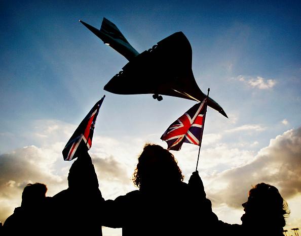 Landing - Touching Down「Concorde Makes Final Commercial Flight」:写真・画像(9)[壁紙.com]