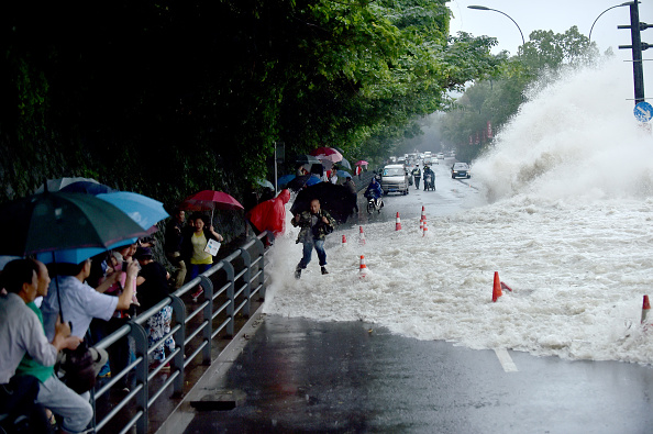 波「Typhoon Dujuan Makes Landfall In Fujian」:写真・画像(13)[壁紙.com]