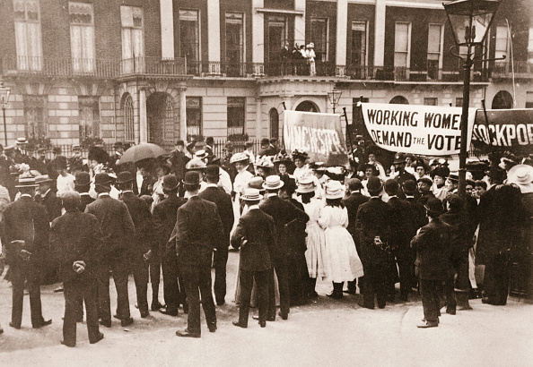 Banner - Sign「Spectators Gather On Portland Place To Watch The Women's Sunday Procession London 21 June 1908」:写真・画像(11)[壁紙.com]