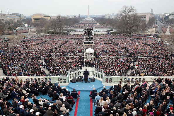 Watching「Donald Trump Is Sworn In As 45th President Of The United States」:写真・画像(13)[壁紙.com]