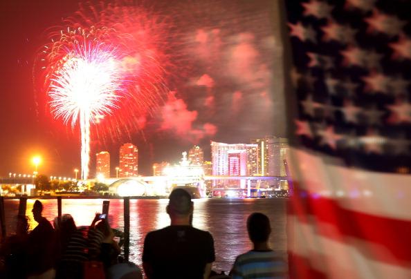 花火「Miami Celebrates The Fourth Of July With Fireworks」:写真・画像(13)[壁紙.com]