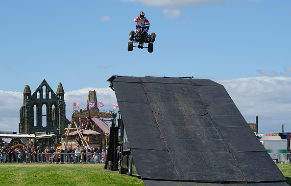 Stunt「Annual Whitby Steam Fair Opens To The Public」:写真・画像(0)[壁紙.com]