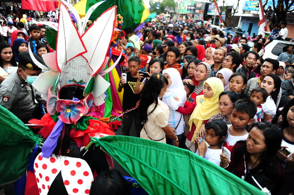 Octopus「Revellers Gather For Jember Fashion Carnival」:写真・画像(6)[壁紙.com]