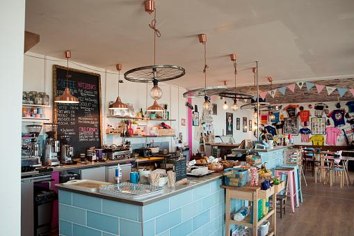 Coffee Break「Room Shot of the Inside of a British Cafe」:スマホ壁紙(7)