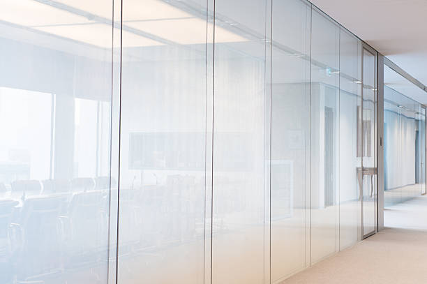 Bright contemporary plain office glass walls:スマホ壁紙(壁紙.com)