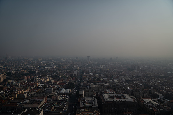 Mexico City「Environmental Alert Is Declared As Mexico City Smog Reaches Dangerous Levels」:写真・画像(8)[壁紙.com]