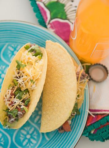 Tortilla - Flatbread「Mexican tacos on plate」:スマホ壁紙(13)