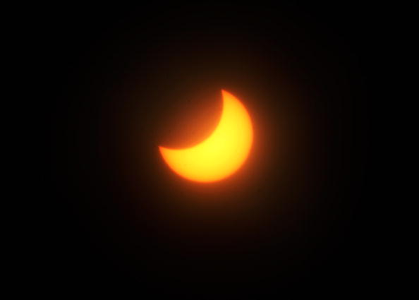 Annular Solar Eclipse「Partial Solar Eclipse Passes Over New Zealand」:写真・画像(5)[壁紙.com]