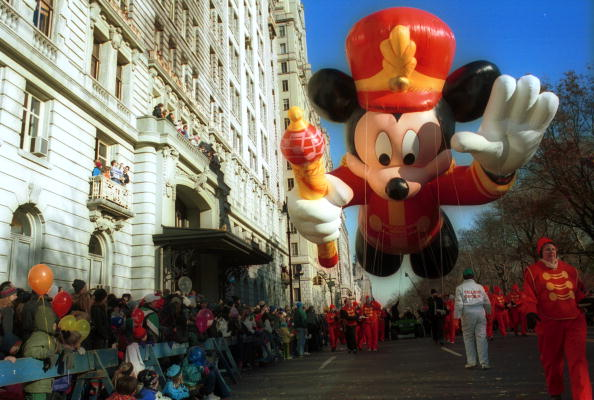 Mickey Mouse「Macy's Thanksgiving Parade 2000」:写真・画像(3)[壁紙.com]